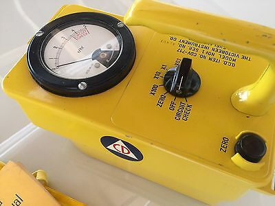 Geiger Counter Radiation Survey Meter Victoreen & Instruction Bag Emergency 717