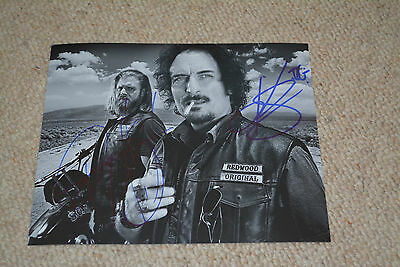 RYAN HURST & KIM COATES signed Autogramm In Person 20x25 cm SONS OF ANARCHY