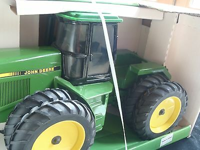 Ertl John Deere 8560 4 Wheel Drive Tractor Toy 1/16 1:16 5595 *in Original Box**
