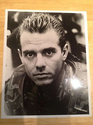 James Cameron ALIENS 1986 original movie press kit Biehn Sigourney Weaver glossy