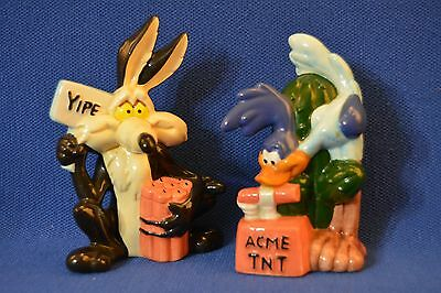 Warner Brothers Wile E Coyote & Road Runner Salt and Pepper Shakers 1993