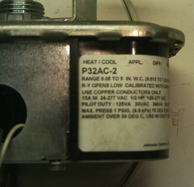 Johnson Controls P32Ac-2 Sensitive Differential Pressure Switch *used*