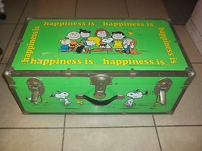 Vintage Peanuts Charlie Brown Snoopy Foot Locker Trunk Chest