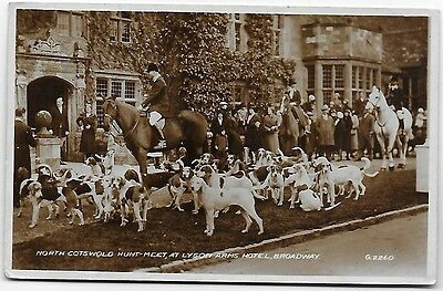 Vintage Postcard. N.Cotswold Hunt, Lygon Arms Hotel, Broadway. Used.RP. Ref:7529