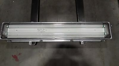 Mp42871Lfmb Cooper Crouse-Hinds Fluorescent Fixture W/welded Bracket 4 Ft