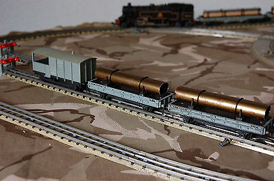 00 Hornby Dublo rake of two long wheelbase bolster wagons BR grey with loads, un