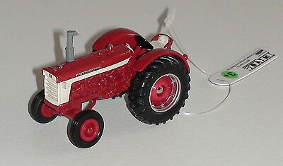 International 660 Series Wide Front Tractor Scale 1/64 Diecast New #14801