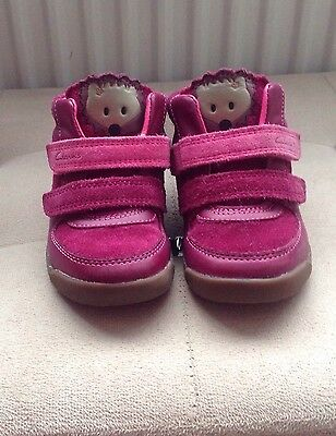 Clarks Shoes To Fit Baby Girl Size Uk 5.1/2 G.
