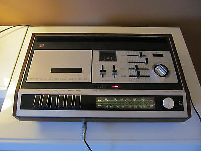 Vintage HITACHI KST-3410,AM/FM stereo radio with cassette rec/player (ref 444)