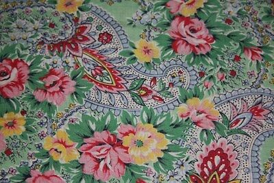 PRETTY 1950s VINTAGE PAISLEY ROSES SOFT COTTON  QUILTED EIDERDOWN QUILT TOPPER