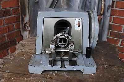 AO Spencer 820 Rotary Microtome Sectioning Machine American Optical Blade Holder