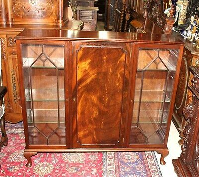 Beautiful English Antique Solid Mahogany Queen Anne Bookcase / Display Cabinet.