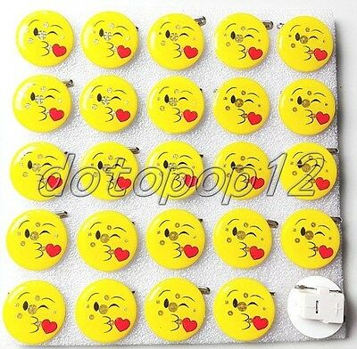 Lot Smiling face Flashing LED Light Up Badge/Brooch Pins Kids Party Favors Z540