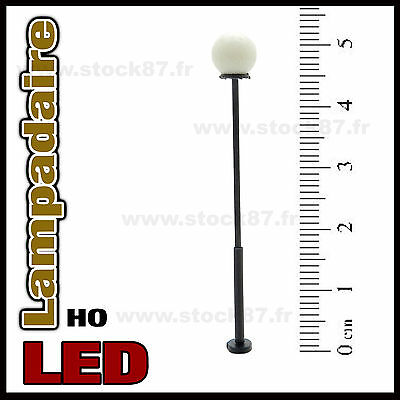 S111# Lampadaire simple HO  , éclairage LED CMS blanc chaud