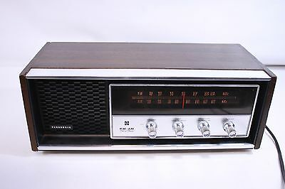 PANASONIC RE-7369, AM/FM solid state radio made in Japan. (ref 866)