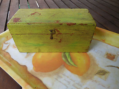 ANTIQUE WOODEN BOX 'F.J. WOODLAND' 1900s CONTAINING OLD SEA SHELL