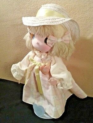 """Precious Moment 1985 GirlDoll """"Dallie"""" w/ Straw Hat 14"""" by Applause w/Doll Stand"""