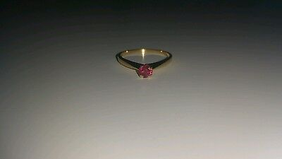 18ct Yellow Gold Ring with Natural Ruby