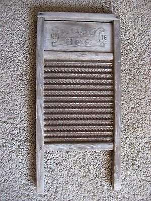 BUSY BEE No. 16 WASH BOARD, Rusty & Weathered ~ LOOKS GREAT