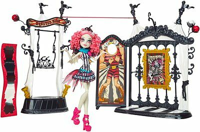 Monster High Freak du Chic Circus Scaregrounds and Rochelle Goyle Doll BNIB