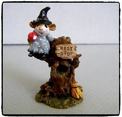Wee Forest Folk Settin' a Spell (grey) - M-213 - Retired
