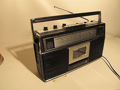 Vintage LLOYD'S stereo radio with cassette player/recorder (ref 699)