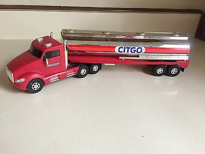 "Citgo Gas Tanker 14"" Long 6th in the Holiday Series Light Up Truck 2002"