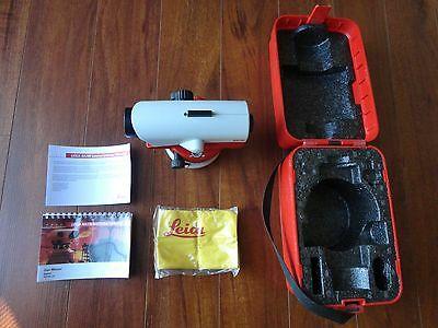 LEICA  NA730  Automatic Level with Case -  Made in Singapore.