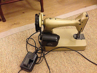 Singer Sewing Machine 98K Vintage Collectors Electric with foot pedal