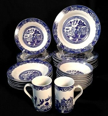 Royal Cuthbertson BLUE WILLOW Fine China 31 PIECE Dinnerware SET