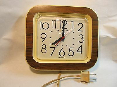 Vintage Timex electric wall clock made in USA (ref 0151)