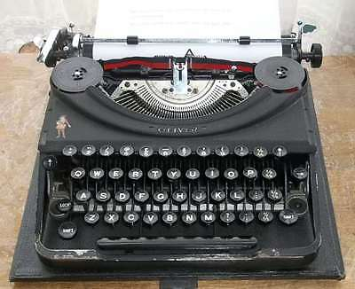 Vintage Oliver Portable Manual Typewriter With Hard Carry Case