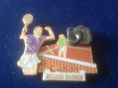 PIN'S TENNIS ROLAND GARROS PHOTO CANON LB Création Paris 1993