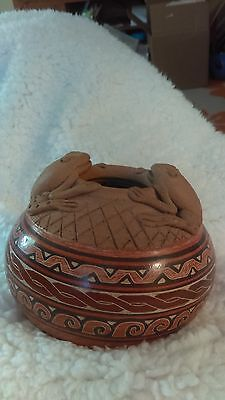 """Handcrafted Costa Rico Pottery vase #2 Artist Signed 4""""H sculpted frogs"""