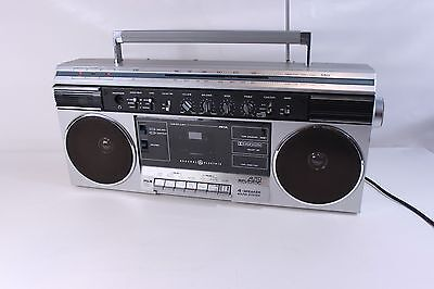 GE 3-5260A, AM/FM stereo radio-cassette player/recorder, boombox (ref 896)