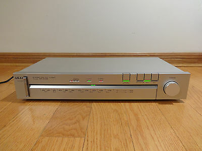 AKAI AT-K110 FM/AM Stereo Tuner SILVER Japan 1982 TESTED 100% Works Great! CLEAN