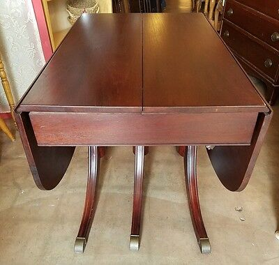 1963 Duncan Phyfe mahogany dropleaf dining table by Lexington. Expands 2-8'