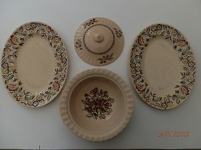 Wade Serving Dish And Oval Plates