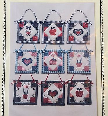 MINI QUILT PATTERN by the Village Pedlar (USA)
