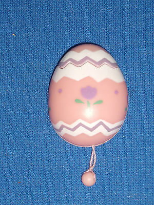 Russ Easter Pin Chick in Egg Pull String Pop Up   c2