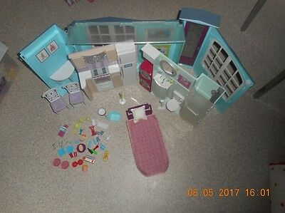 Barbie lot Mobilier + maison pliante