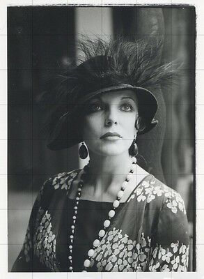 "JOAN COLLINS - ORIGINAL Vintage 6"" x 4.5"" Photograph FALLEN ANGELS 1974  F#16"