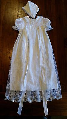 Christening gown & bonnet White with lace overlay preowned free post E3