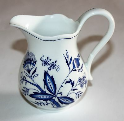 Form Marienbad Ingress Weiss Onion Pattern Milk Jug H ca. 12 cm