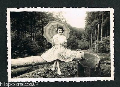 FOTO vintage PHOTO, Frau Wald Schirm pretty woman lady forest belle femme /103