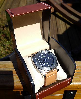 Luxury watch display/travel case in brown leather effect