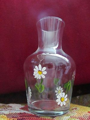 Pretty daisy water carafe bottle and TWO tumbler glasses. Perfect! Guest bedroom