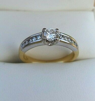 Gorgeous 18Ct Yellow And White Gold Diamond Ring - 40Pts