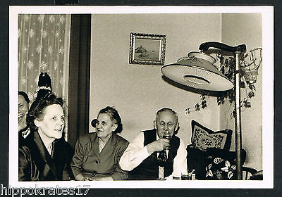 FOTO vintage PHOTO, Familie Wohnzimmer family living room famille salon (84g)