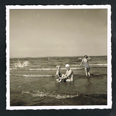 FOTO vintage PHOTO, Personen am Strand, Bademode, people beach, plage, /44